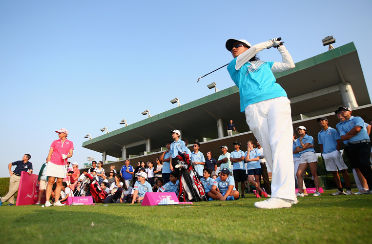 ABU DHABI, UNITED ARAB EMIRATES - OCTOBER 31: Annika Sörenstam of Sweden gives a demontration during a junior clinic to local children ahead of the Fatima Bint Mubarak Ladies Open at Saadiyat Beach Golf Club on October 31, 2016 in Abu Dhabi, United Arab Emirates. (Photo by Francois Nel/Getty Images )