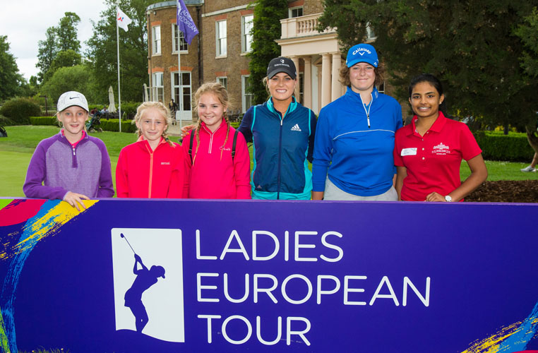 04/06/2017 Ladies European Tour 2017: Buckinghamshire Golf Club, England. Annabel Dimmock with young golfers after a Q&A session. Credit: Tristan Jones